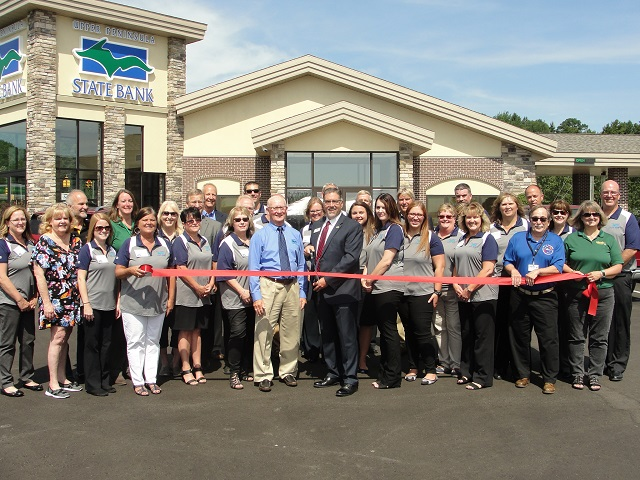 Gladstone Office Ribbon Cutting Group Picture